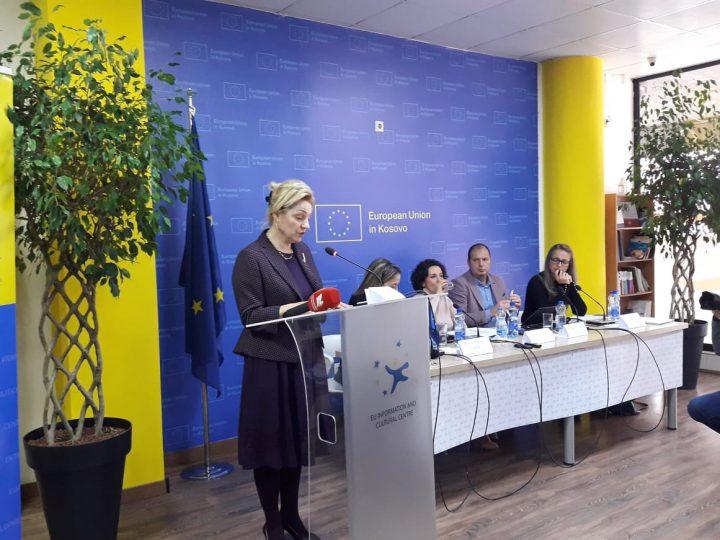 Apostolova flet në Mitrovicë për dhunën në familje dhe barazinë gjinore