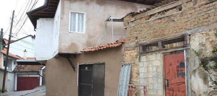 Fillojnë punimet për restaurimin e monumentit të familjes Koci në Prizren