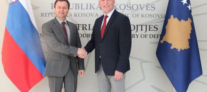 Ministri i Mbrojtjes dhe ambasadori slloven bisedojnë për planin për shërbimin e obligueshëm ushtarak