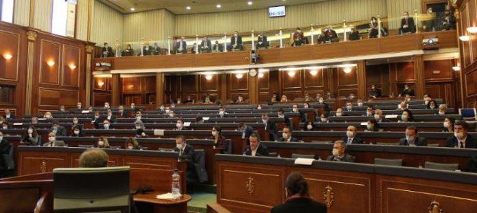 Deputetët vendosën politikën para pandemisë