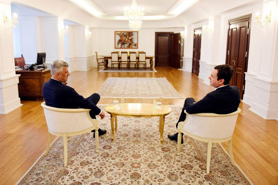 Thaçi fton Kurtin në takim për hapat e mëtutjeshëm pas mocionit