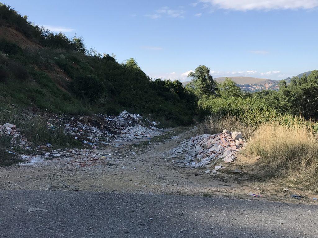 Mbeturina në fshatin Bellobrad (Mejdan)