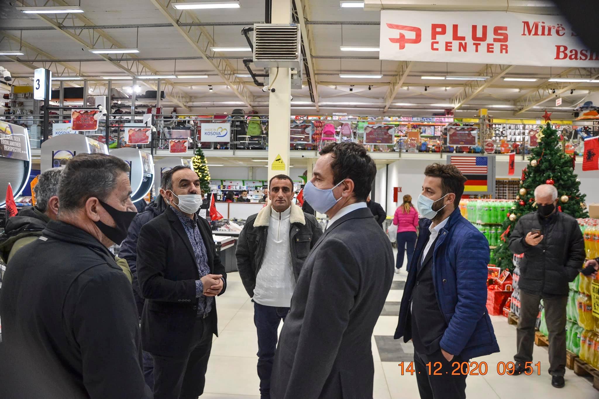 131155277 1032335033933047 1172260996559774284 o - Albin Kurti viziton qendrën tregtare në Ferizaj që nuk mban produkte të Serbisë