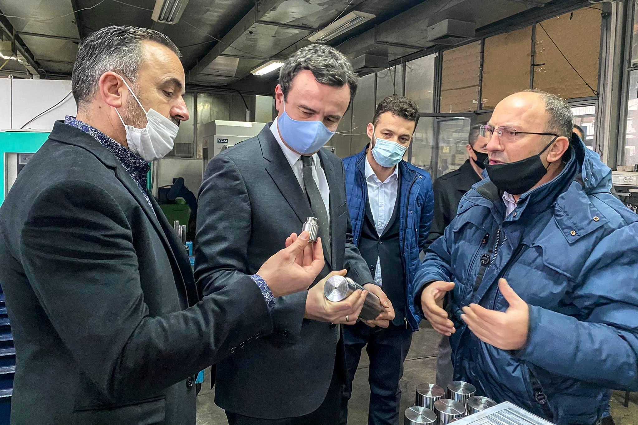 131331131 1032335200599697 6658425899529584777 o - Albin Kurti viziton qendrën tregtare në Ferizaj që nuk mban produkte të Serbisë
