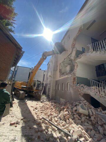 Policia tregon pse e ndaloi rrënimin e ish-objektit të Gjykatës në Vushtrri